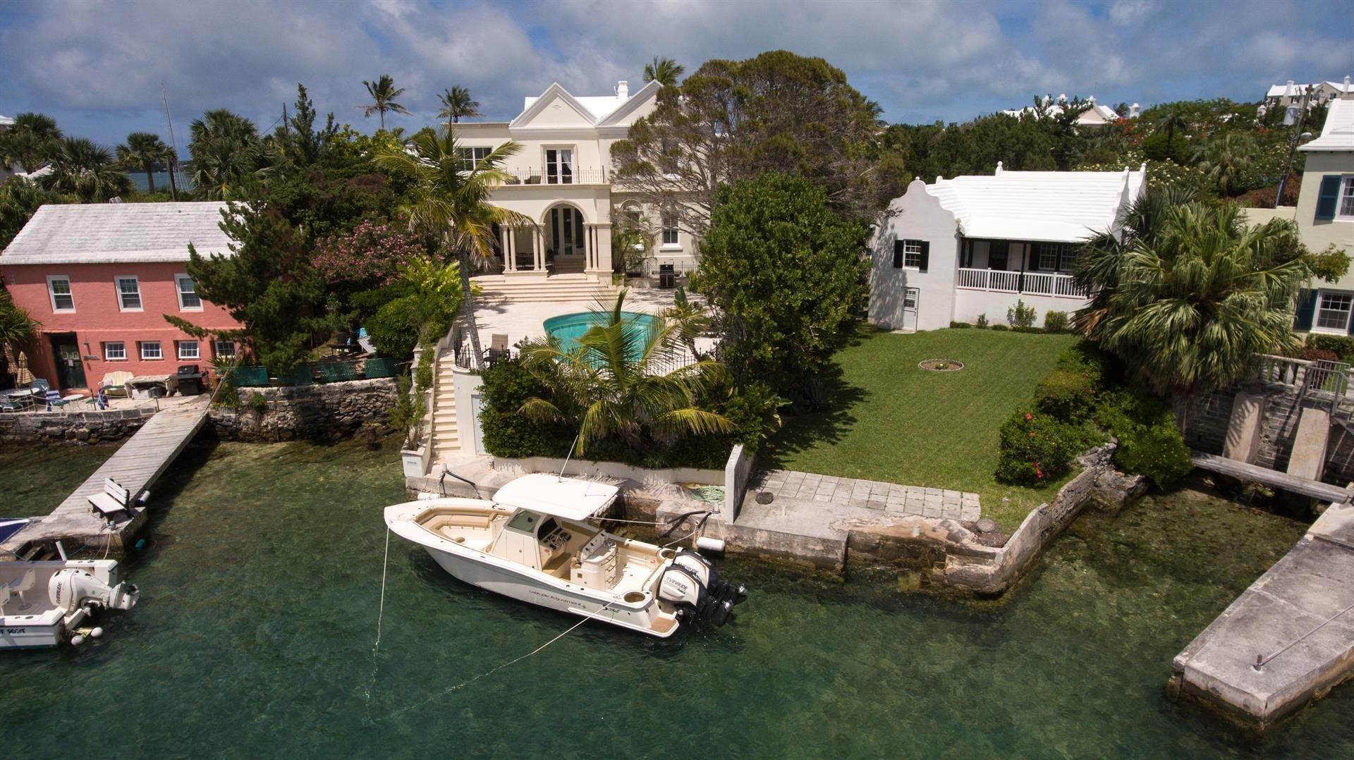 28. Waterfront Property pour l Vente à Edgewater: Elegant Villa On Hamilton Harbour Edgewater: Elegant Villa On Hamilton Harbour, 5 Old Slip Lane,Bermuda – Sinclair Realty