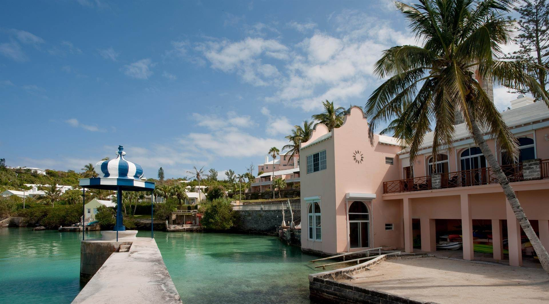 Condominiums のために 売買 アット The Boat House On Harrington Sound The Boat House On Harrington Sound, 7 Harrington Sound Road,Bermuda – Sinclair Realty