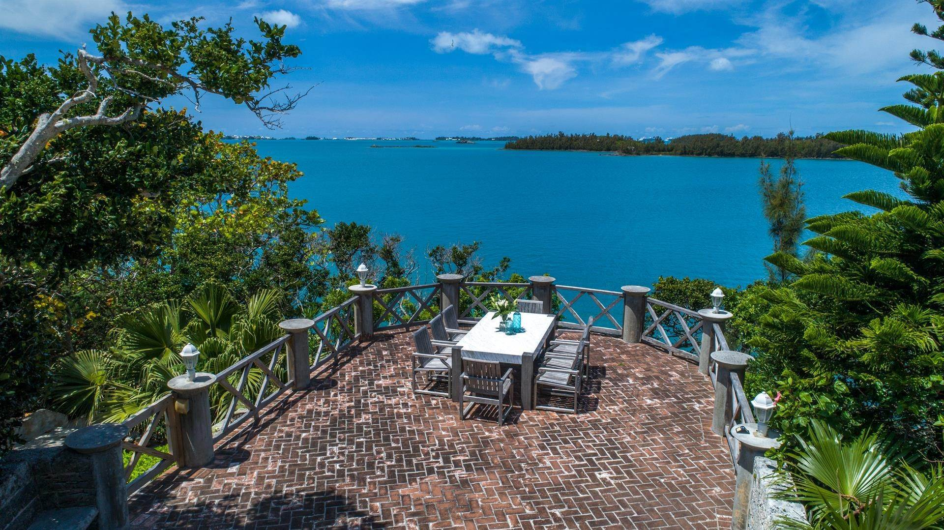 2. Vid Vattnet för Försäljning vid Heron Hill On The Great Sound Heron Hill On The Great Sound, 31 Riddell's Bay Road,Bermuda – Sinclair Realty