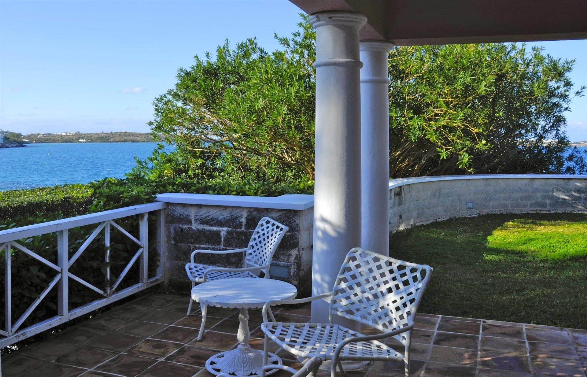 15. Propiedad con frente por un Venta en At Last in Tucker's Town At Last in Tucker's Town, ,Bermuda – Sinclair Realty