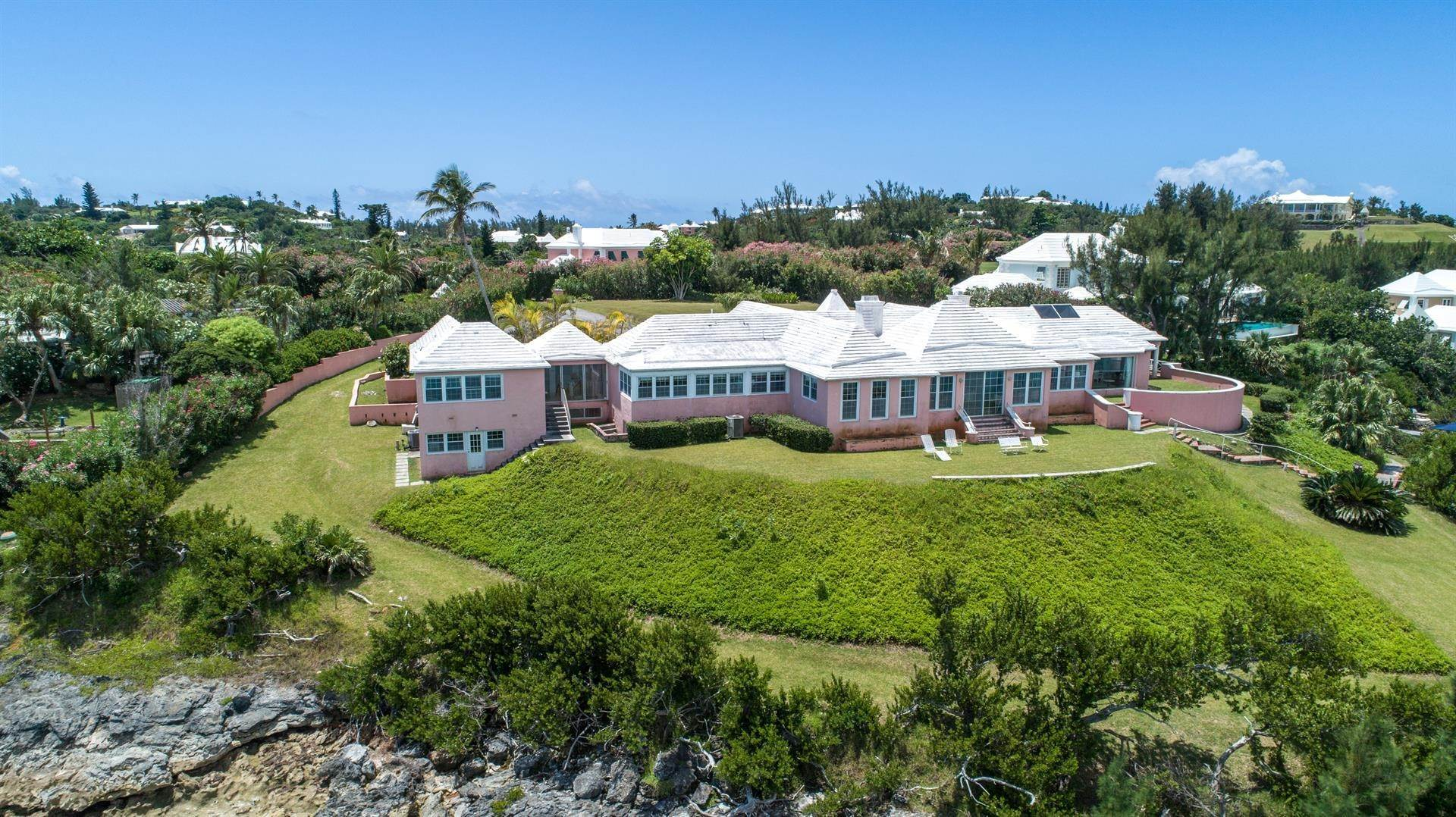 5. Propiedad con frente por un Venta en At Last in Tucker's Town At Last in Tucker's Town, ,Bermuda – Sinclair Realty