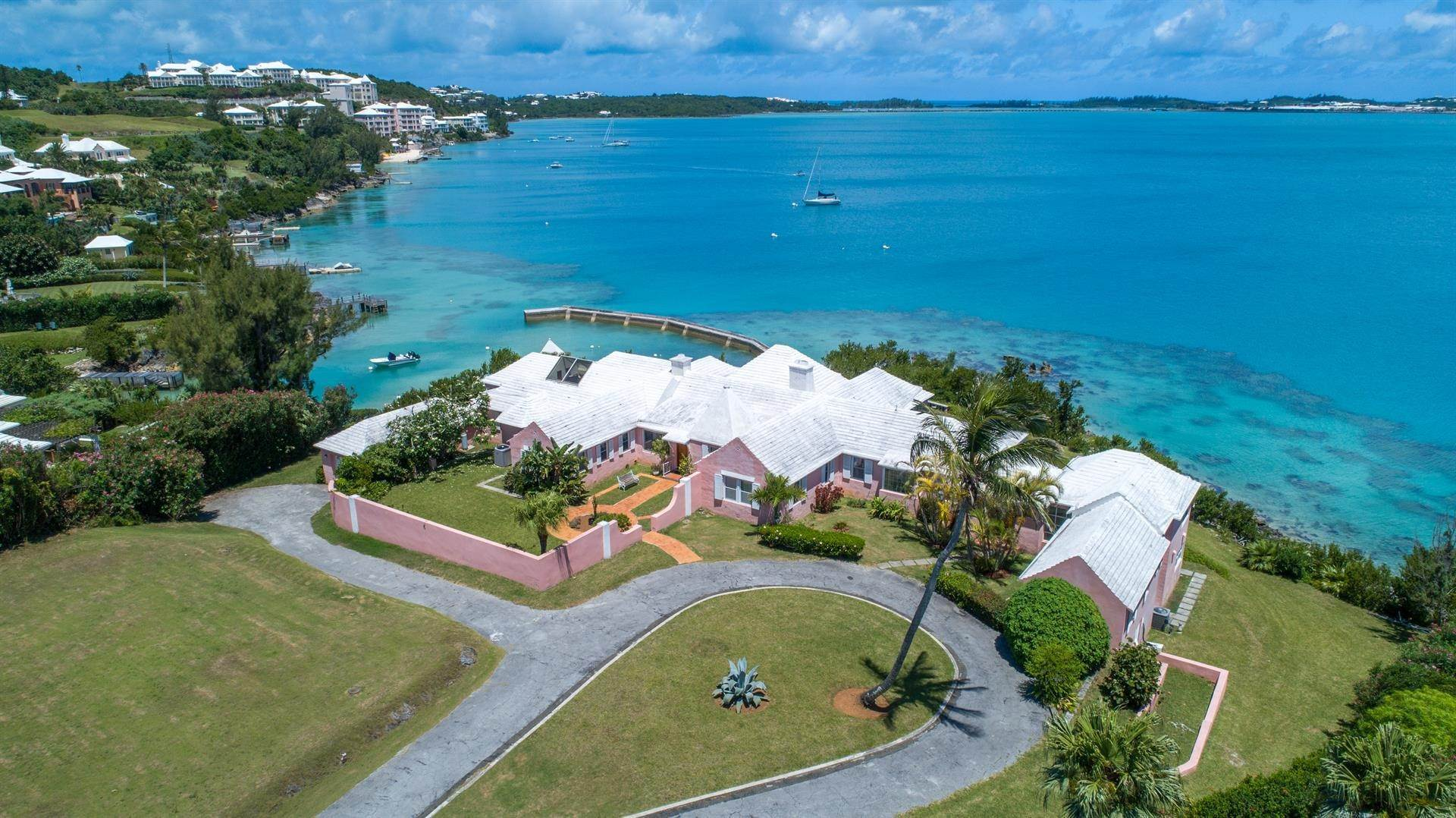6. Propiedad con frente por un Venta en At Last in Tucker's Town At Last in Tucker's Town, ,Bermuda – Sinclair Realty