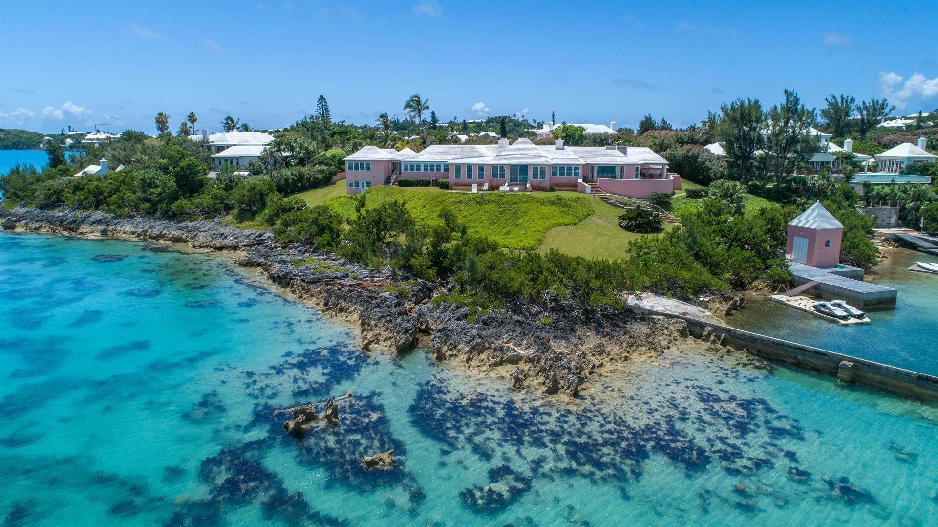 3. Propiedad con frente por un Venta en At Last in Tucker's Town At Last in Tucker's Town, ,Bermuda – Sinclair Realty