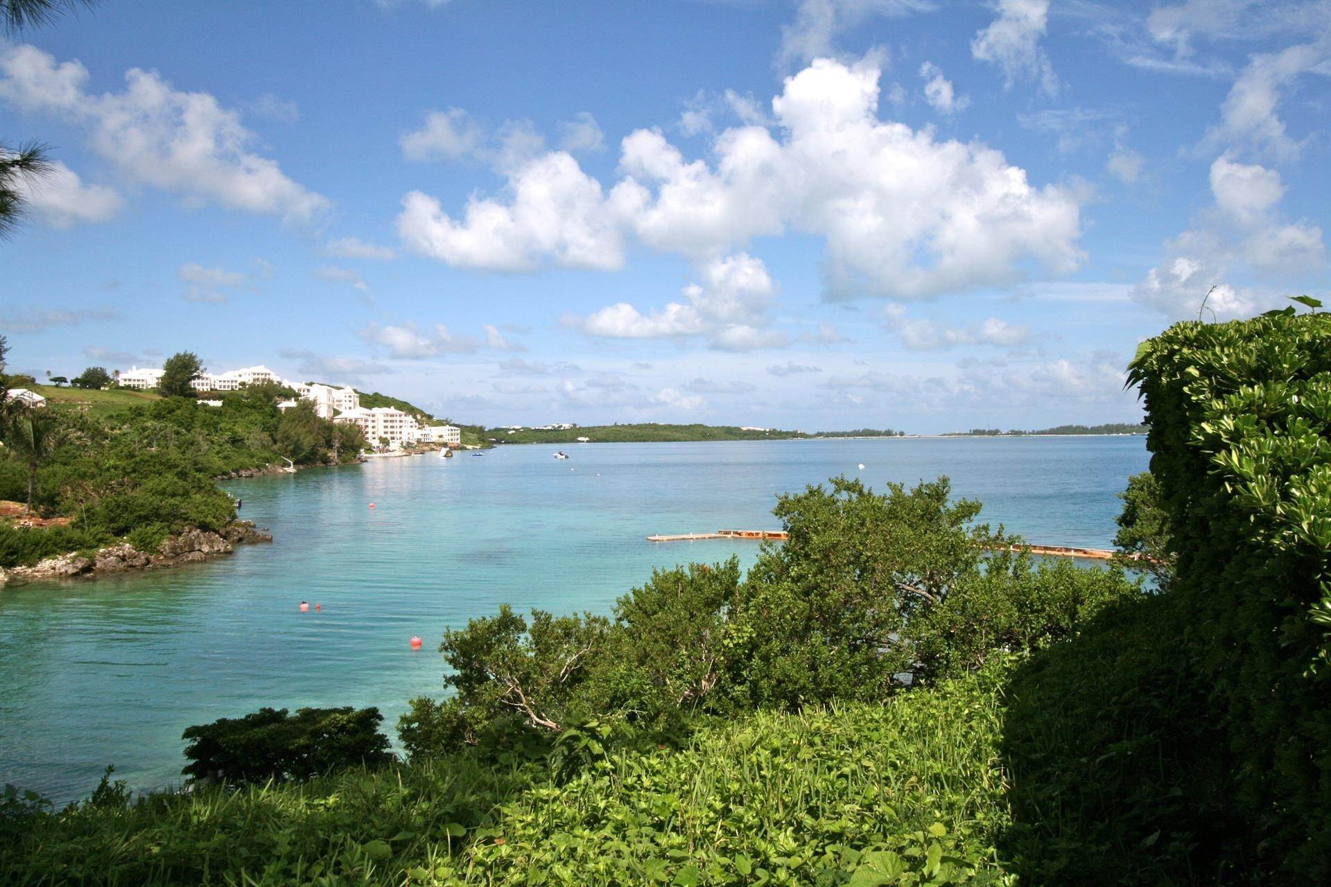 17. Propiedad con frente por un Venta en At Last in Tucker's Town At Last in Tucker's Town, ,Bermuda – Sinclair Realty