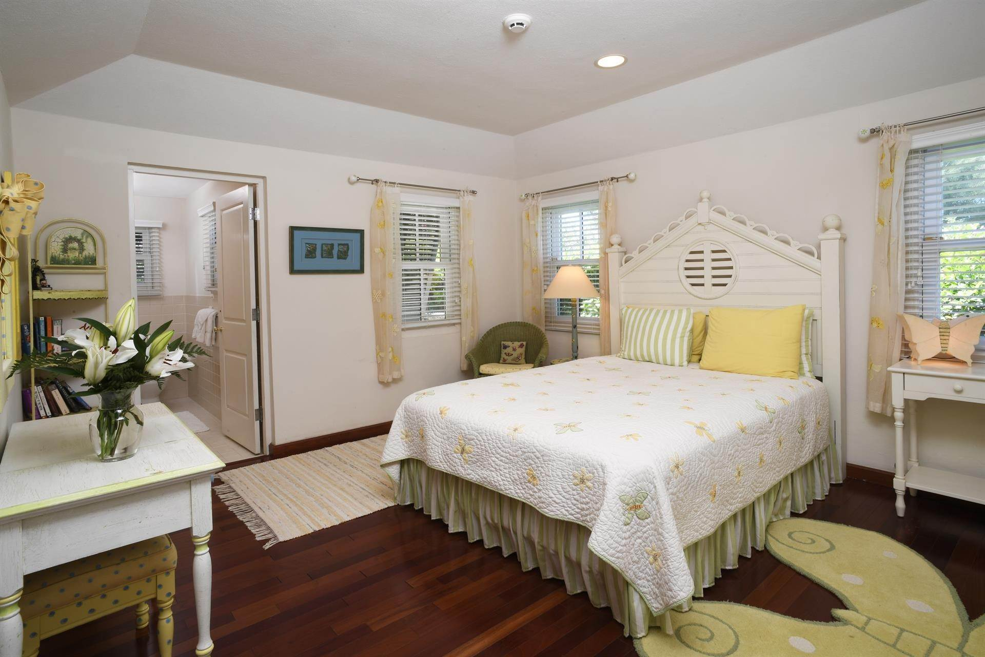 8. Single Family Homes for Sale at Caper Collis In Tucker's Town Caper Collis In Tucker's Town, 3 South Road,Bermuda – Sinclair Realty
