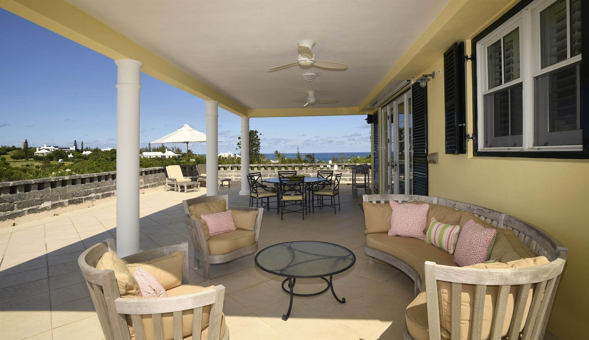 12. Single Family Homes для того Продажа на Caper Collis In Tucker's Town Caper Collis In Tucker's Town, 3 South Road,Bermuda – Sinclair Realty
