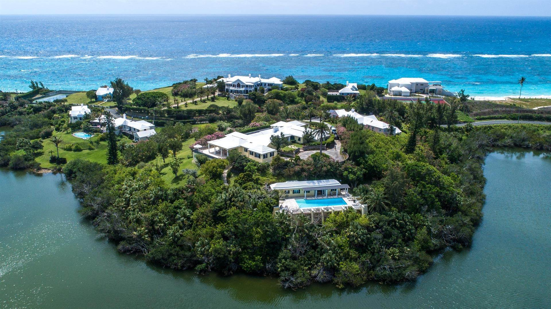 Single Family Homes для того Продажа на Caper Collis In Tucker's Town Caper Collis In Tucker's Town, 3 South Road,Bermuda – Sinclair Realty