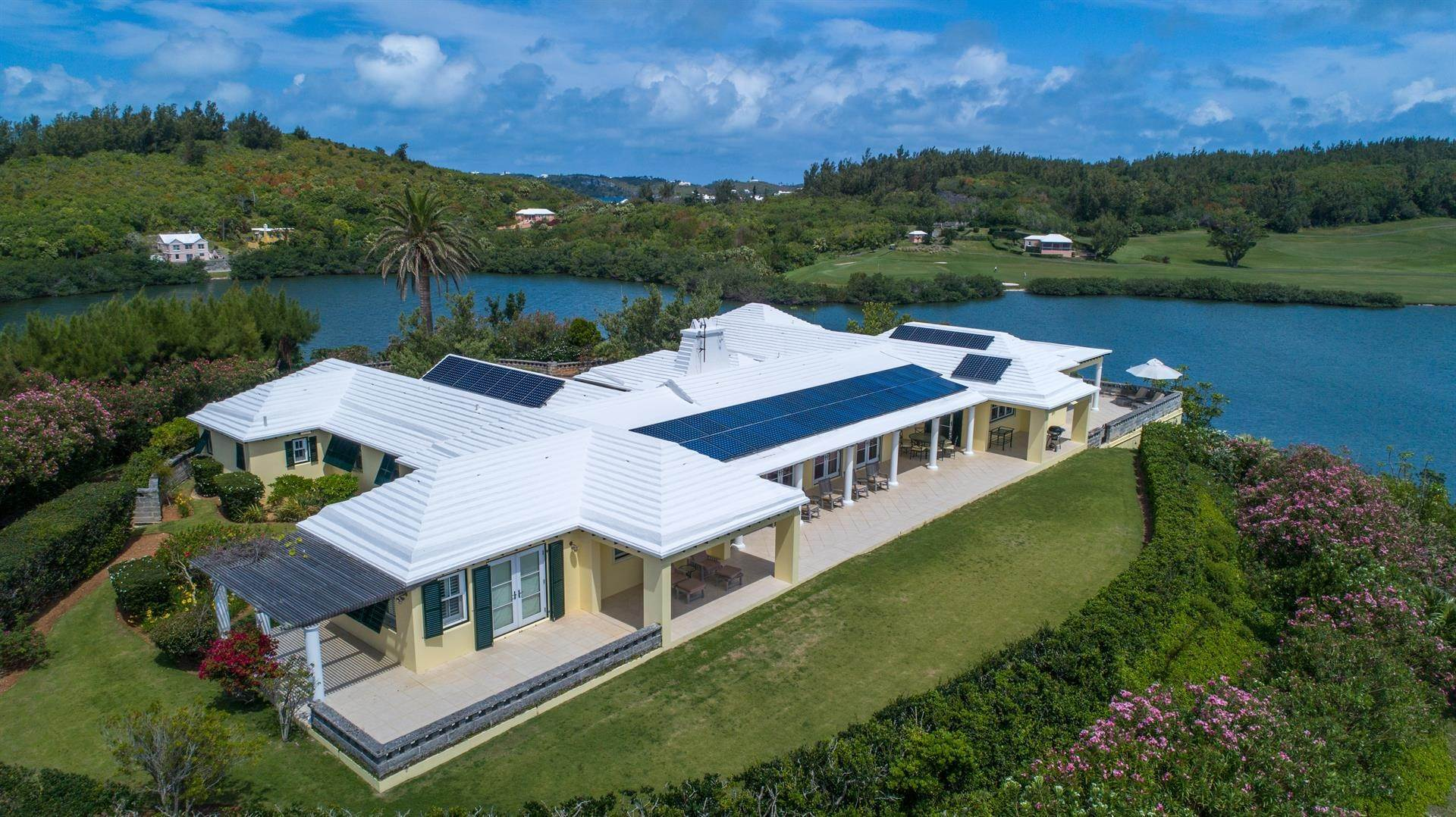2. Single Family Homes для того Продажа на Caper Collis In Tucker's Town Caper Collis In Tucker's Town, 3 South Road,Bermuda – Sinclair Realty