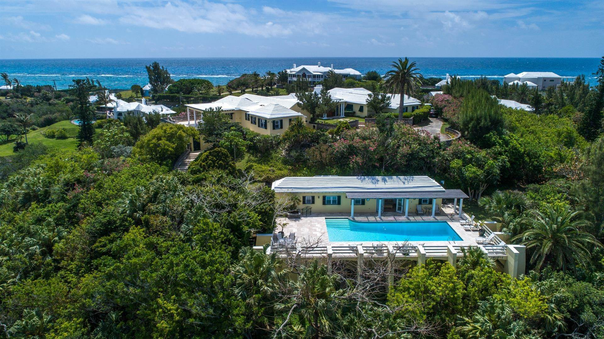 15. Single Family Homes для того Продажа на Caper Collis In Tucker's Town Caper Collis In Tucker's Town, 3 South Road,Bermuda – Sinclair Realty
