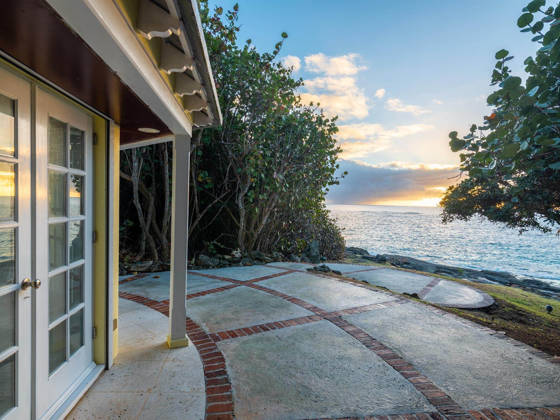 38. Waterfront Property for Sale at Agapanthus On Grape Bay Agapanthus On Grape Bay, 11 Inglewood Lane,Bermuda – Sinclair Realty
