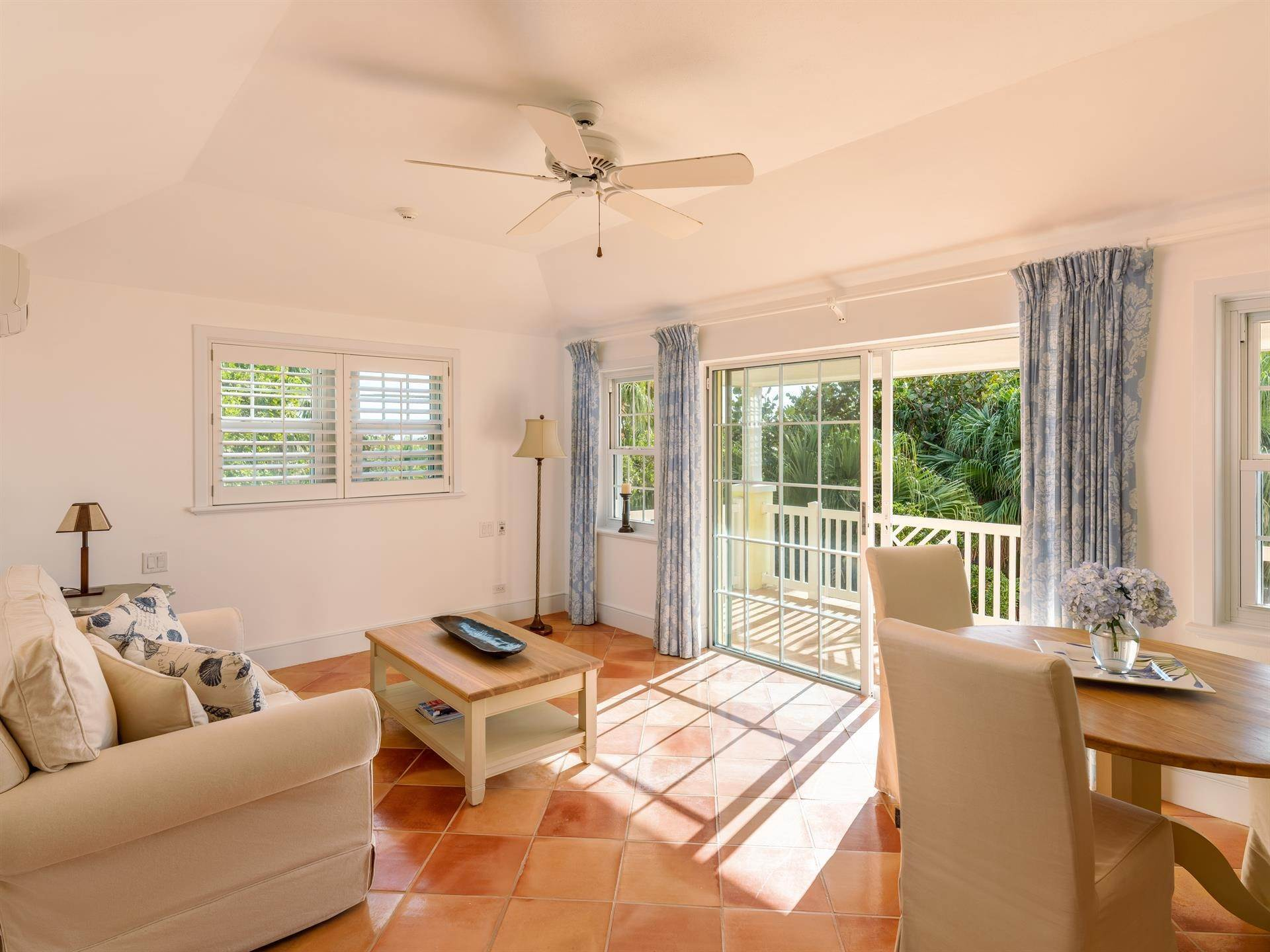 36. Waterfront Property للـ Sale في Agapanthus On Grape Bay Agapanthus On Grape Bay, 11 Inglewood Lane,Bermuda – Sinclair Realty