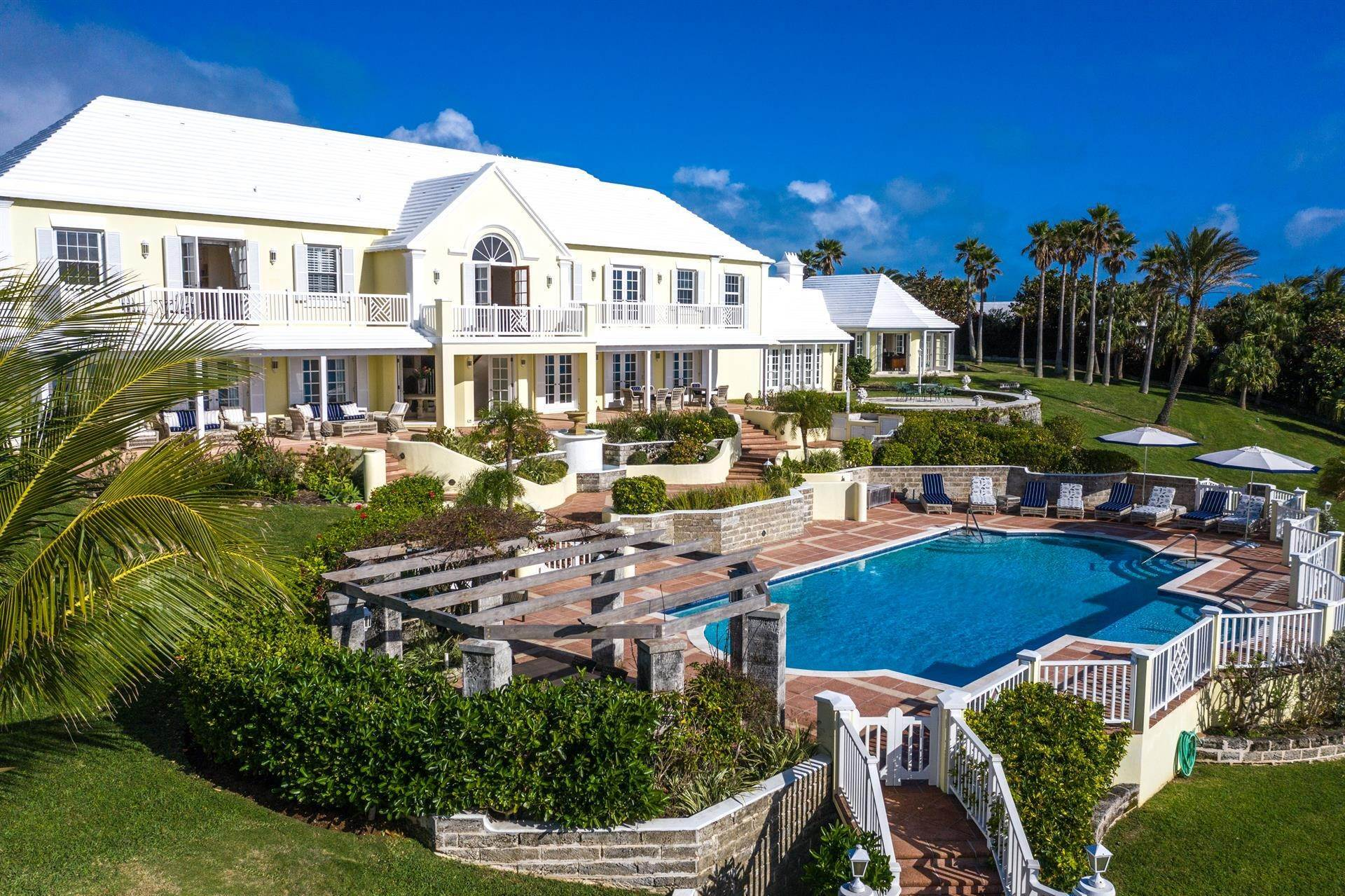 2. Propriedade do Waterfront para Venda às Agapanthus On Grape Bay Agapanthus On Grape Bay, 11 Inglewood Lane,Bermuda – Sinclair Realty