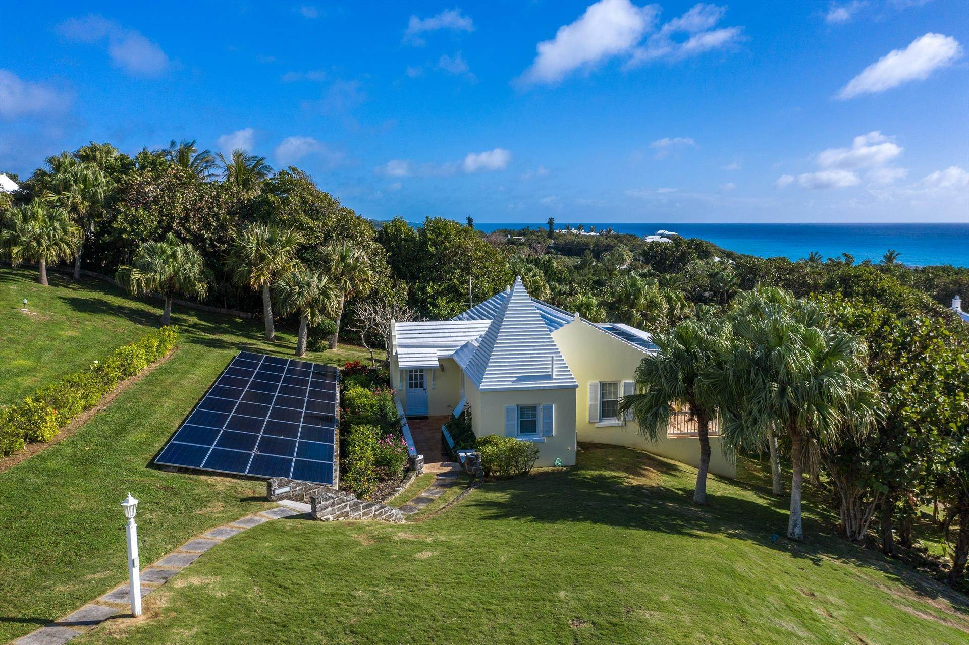 34. Propriedade do Waterfront para Venda às Agapanthus On Grape Bay Agapanthus On Grape Bay, 11 Inglewood Lane,Bermuda – Sinclair Realty