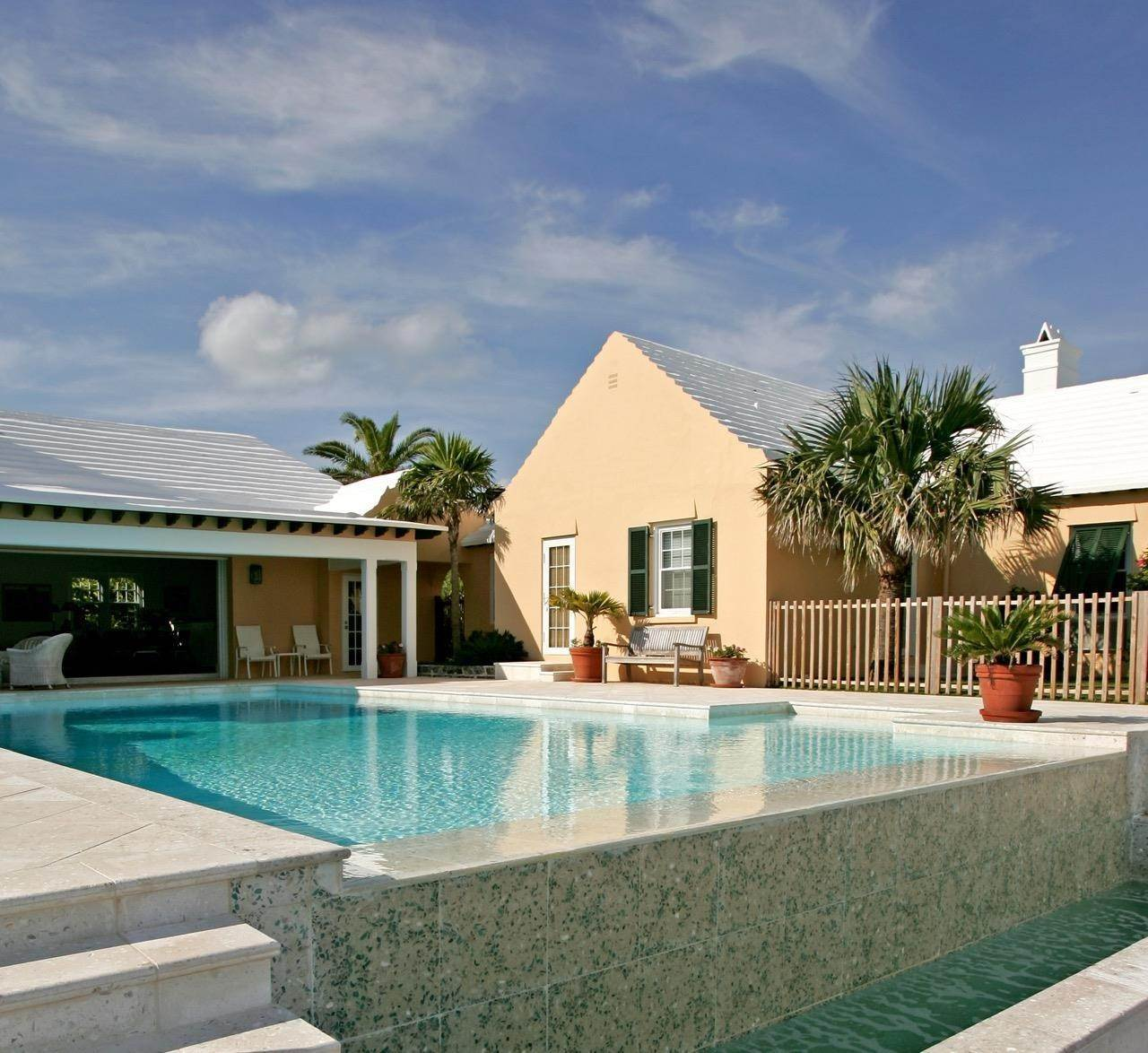Au bord de la Propriété pour l Vente à Coral Sea In Tucker's Town Coral Sea In Tucker's Town, 14 South Road,Bermuda – Sinclair Realty