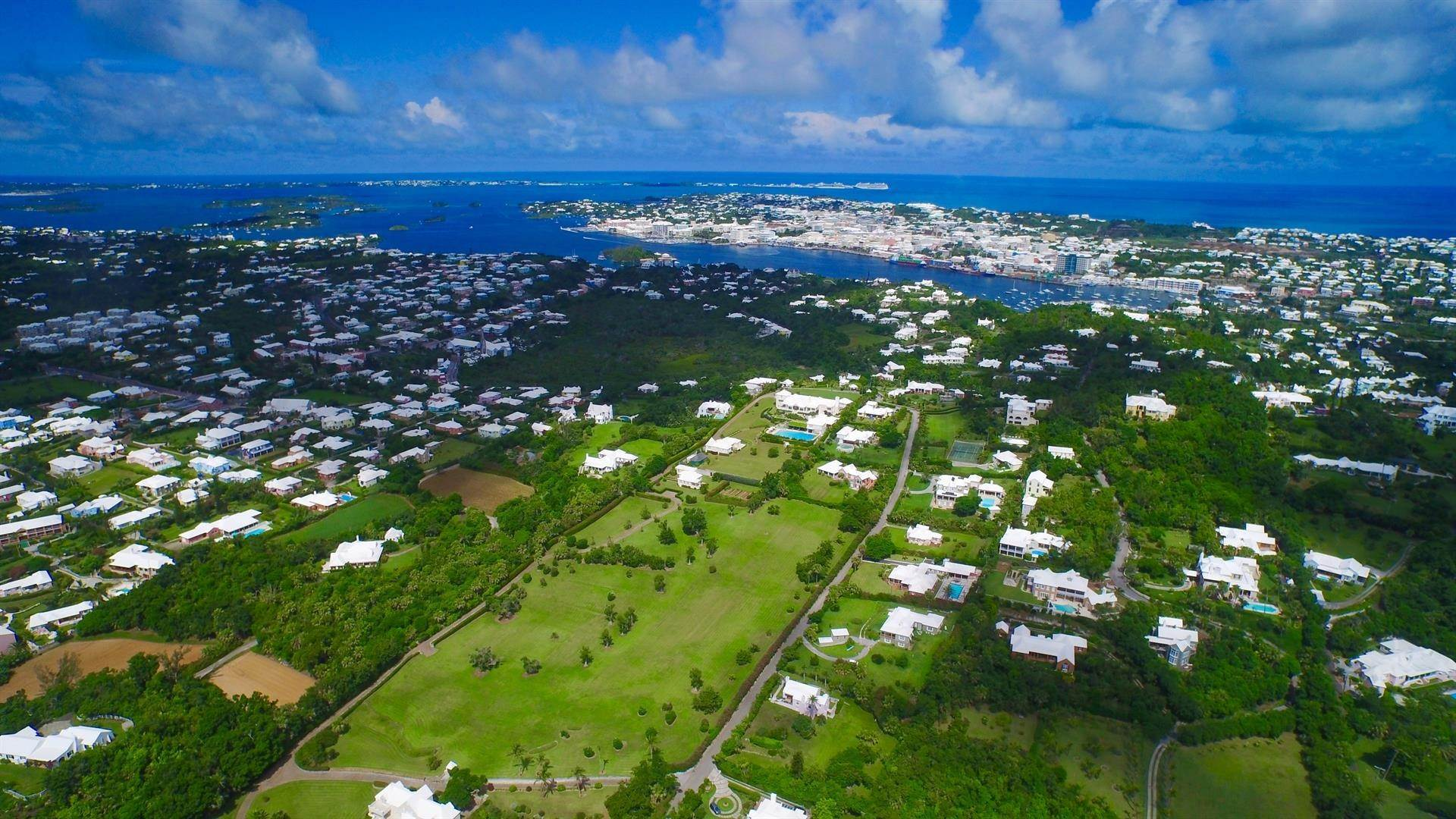 3. Aan het strand Property voor Verkoop op Chelston on Grape Bay Beach Chelston on Grape Bay Beach, 12 Grape Bay Drive,Bermuda – Sinclair Realty