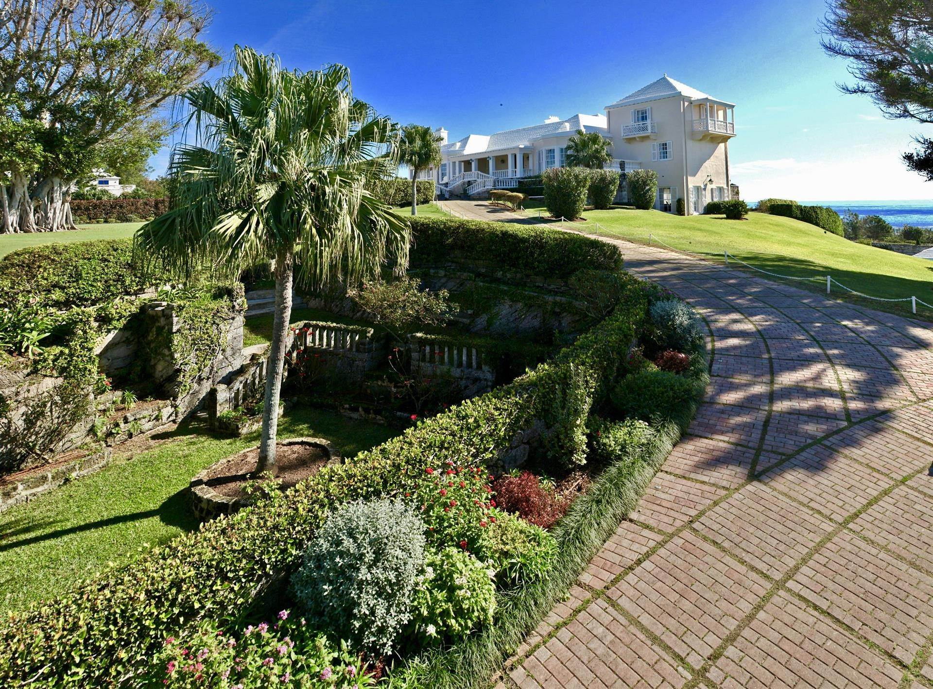 4. Au bord de la Propriété pour l Vente à Chelston on Grape Bay Beach Chelston on Grape Bay Beach, 12 Grape Bay Drive,Bermuda – Sinclair Realty