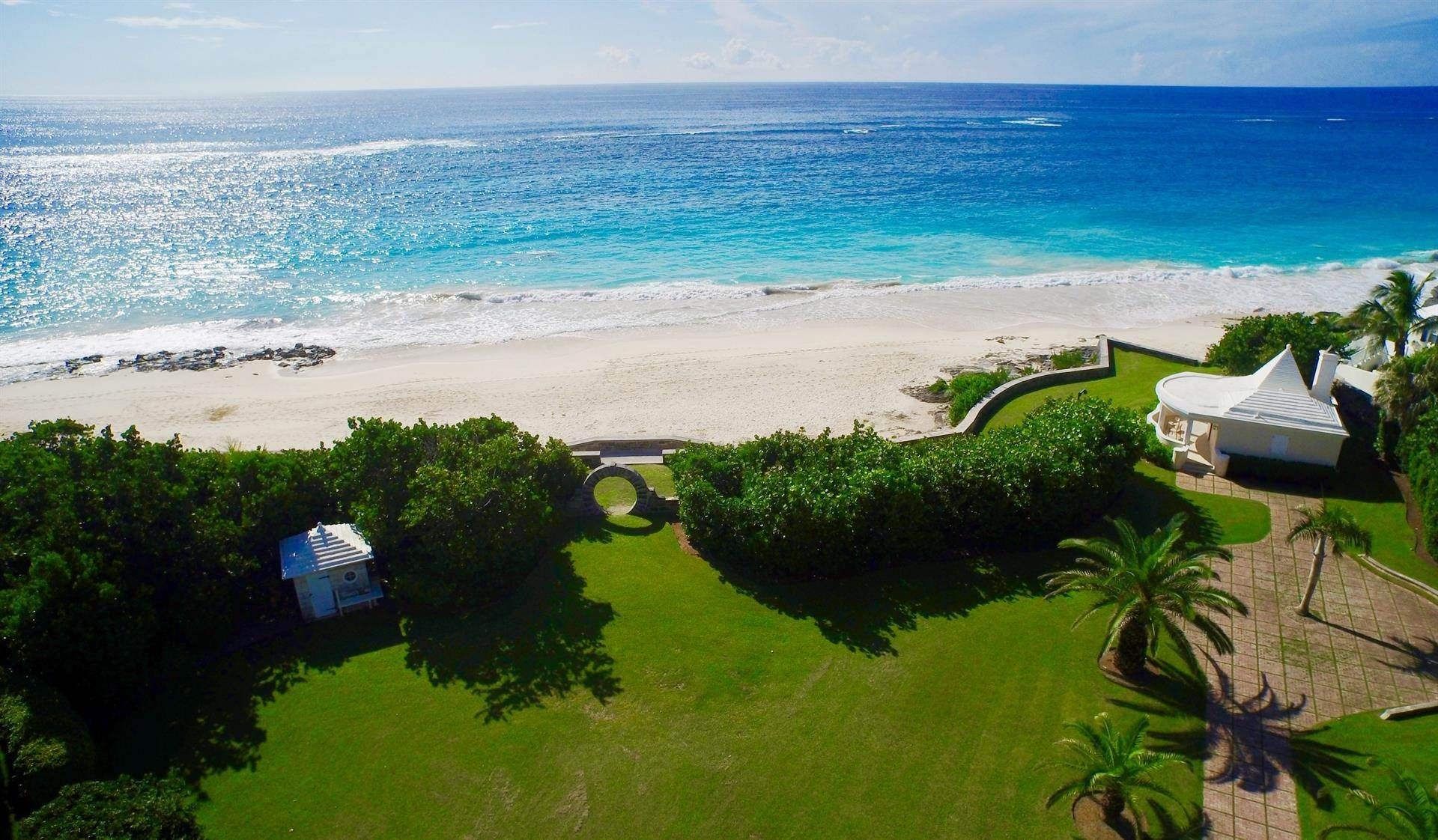 46. Au bord de la Propriété pour l Vente à Chelston on Grape Bay Beach Chelston on Grape Bay Beach, 12 Grape Bay Drive,Bermuda – Sinclair Realty