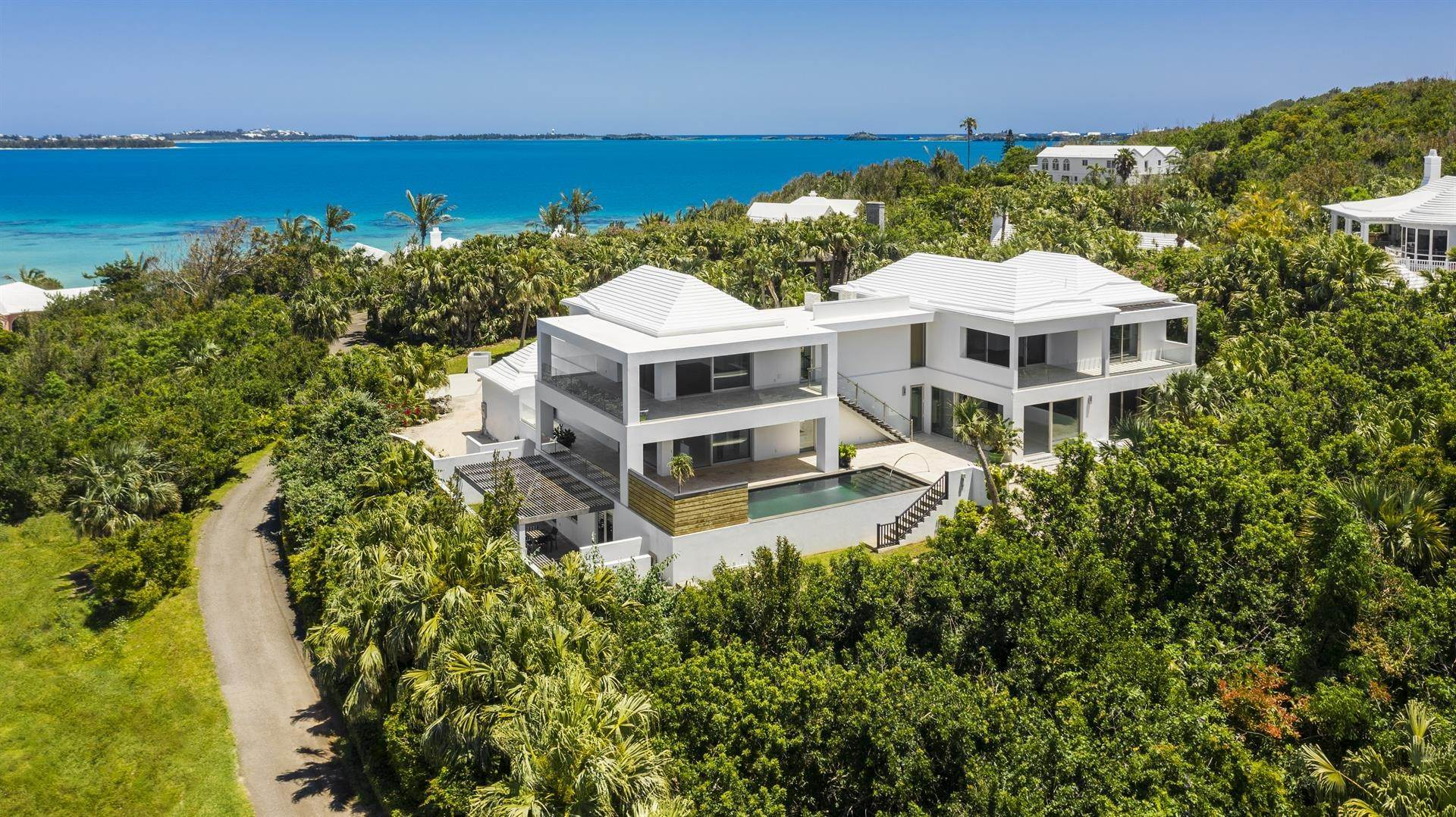 Single Family Homes pour l Vente à Georgetown - Bermuda's Modern House Georgetown - Bermuda's Modern House, 50A Harrington Sound Road,Bermuda – Sinclair Realty