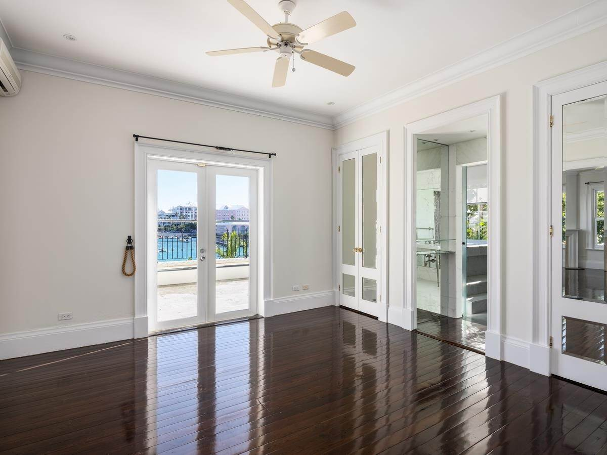 18. Waterfront Property pour l Vente à Edgewater: Elegant Villa On Hamilton Harbour Edgewater: Elegant Villa On Hamilton Harbour, 5 Old Slip Lane,Bermuda – Sinclair Realty