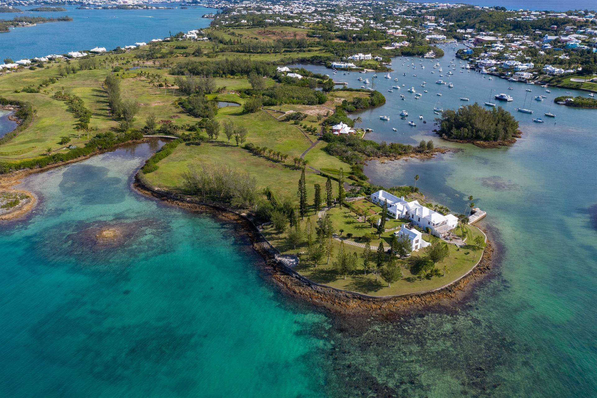 Residencia por un Venta en Windsong House Windsong House, 15 Fairways Road,Bermuda – Sinclair Realty