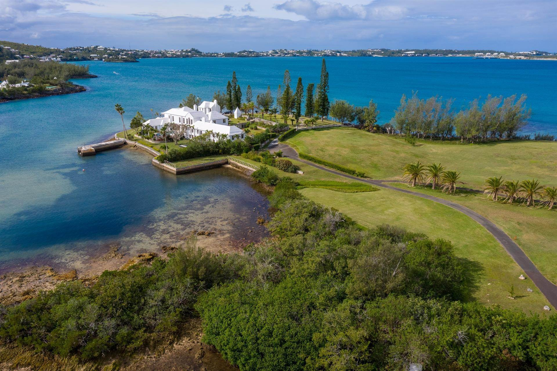 2. Residencia por un Venta en Windsong House Windsong House, 15 Fairways Road,Bermuda – Sinclair Realty