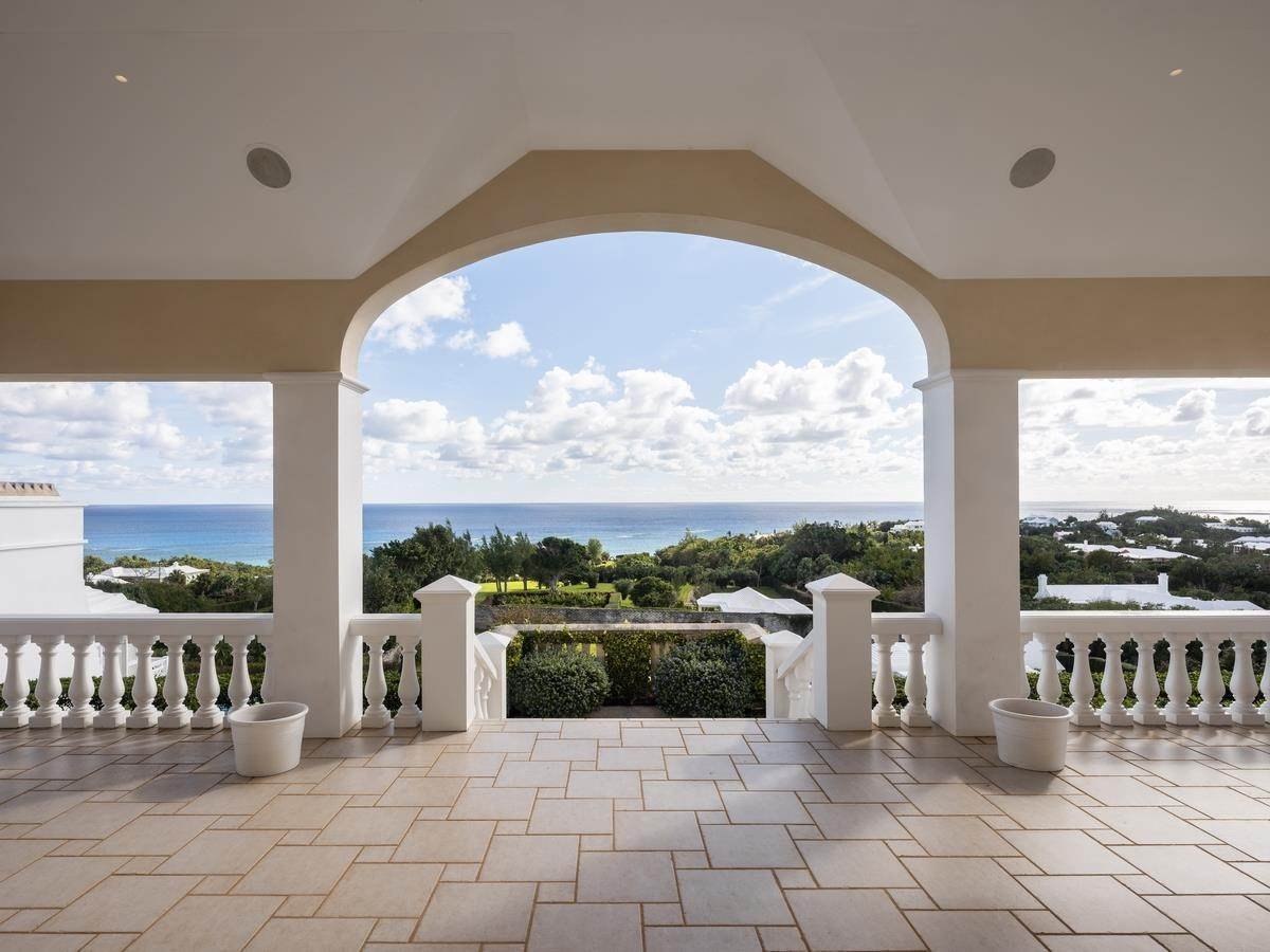 10. Aan het strand Property voor Verkoop op Chelston on Grape Bay Beach Chelston on Grape Bay Beach, 12 Grape Bay Drive,Bermuda – Sinclair Realty
