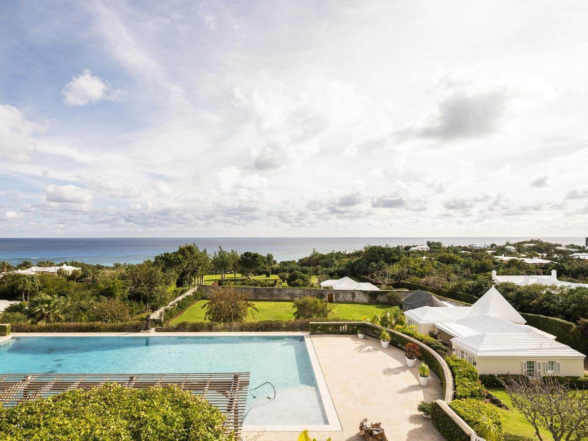 11. Aan het strand Property voor Verkoop op Chelston on Grape Bay Beach Chelston on Grape Bay Beach, 12 Grape Bay Drive,Bermuda – Sinclair Realty