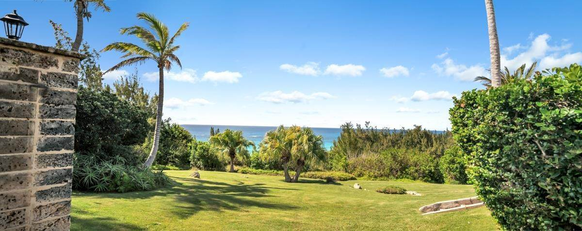 7. Single Family Homes for Sale at Playhouse In Tucker's Town Playhouse In Tucker's Town, 4 Shore Lane,Bermuda – Sinclair Realty
