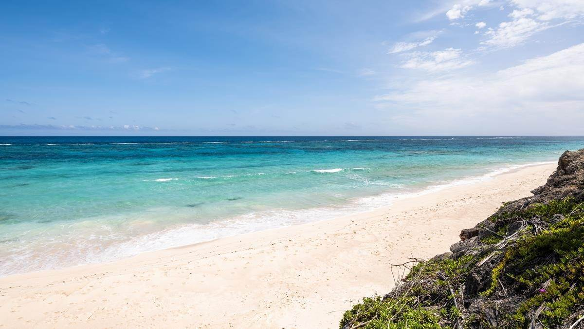 6. Mark för Försäljning vid Prime Beachfront Homesite In Tucker's Town Prime Beachfront Homesite In Tucker's Town, 18 South Road,Bermuda – Sinclair Realty