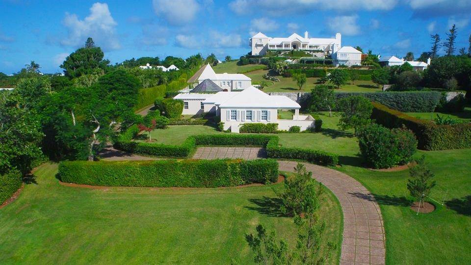 45. Aan het strand Property voor Verkoop op Chelston on Grape Bay Beach Chelston on Grape Bay Beach, 12 Grape Bay Drive,Bermuda – Sinclair Realty