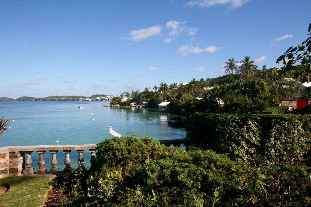 4. Condominiums per Vendita alle ore The Boat House On Harrington Sound The Boat House On Harrington Sound, 7 Harrington Sound Road,Bermuda – Sinclair Realty