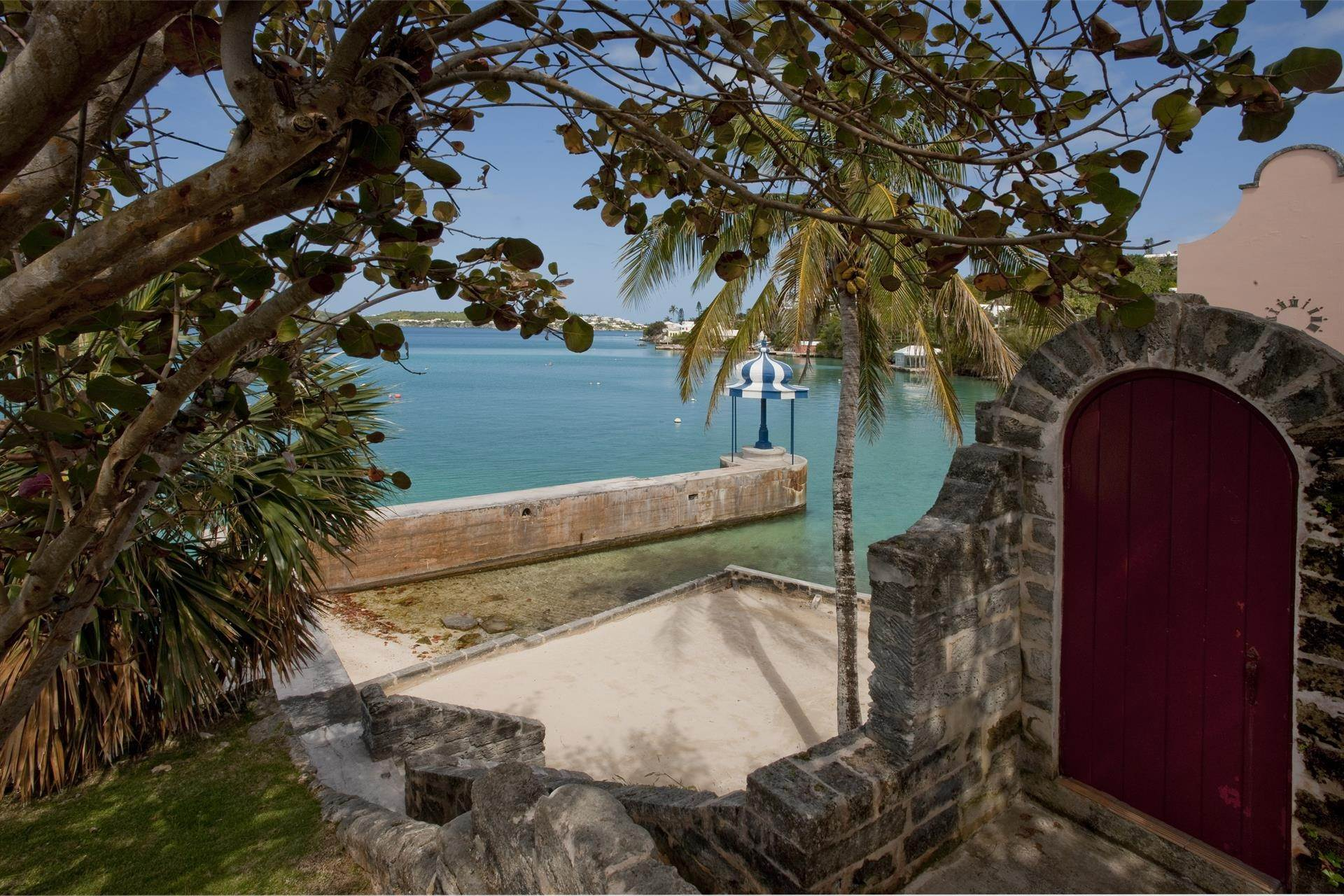 7. Condominiums のために 売買 アット The Boat House On Harrington Sound The Boat House On Harrington Sound, 7 Harrington Sound Road,Bermuda – Sinclair Realty