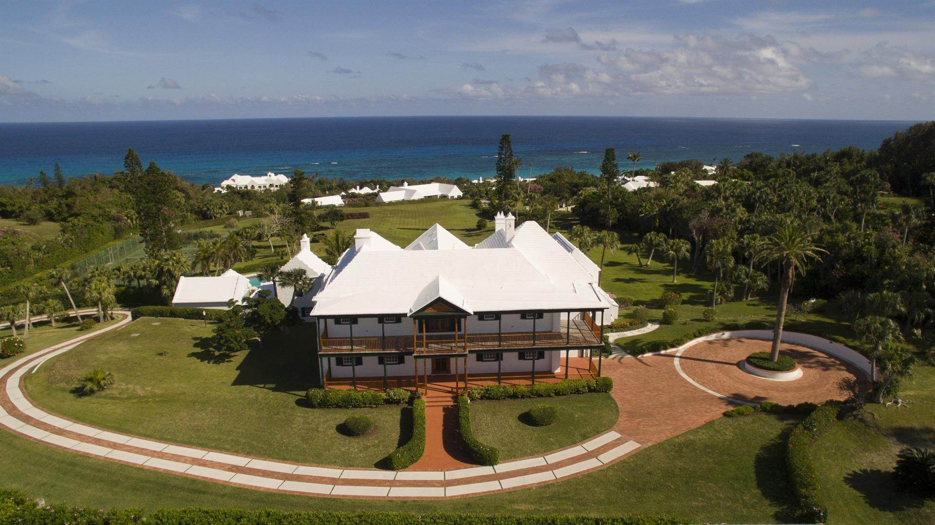 6. Tenuta per Vendita alle ore Bellevue Estate At Grape Bay Beach Bellevue Estate At Grape Bay Beach, 6 Bellevue Drive,Bermuda – Sinclair Realty