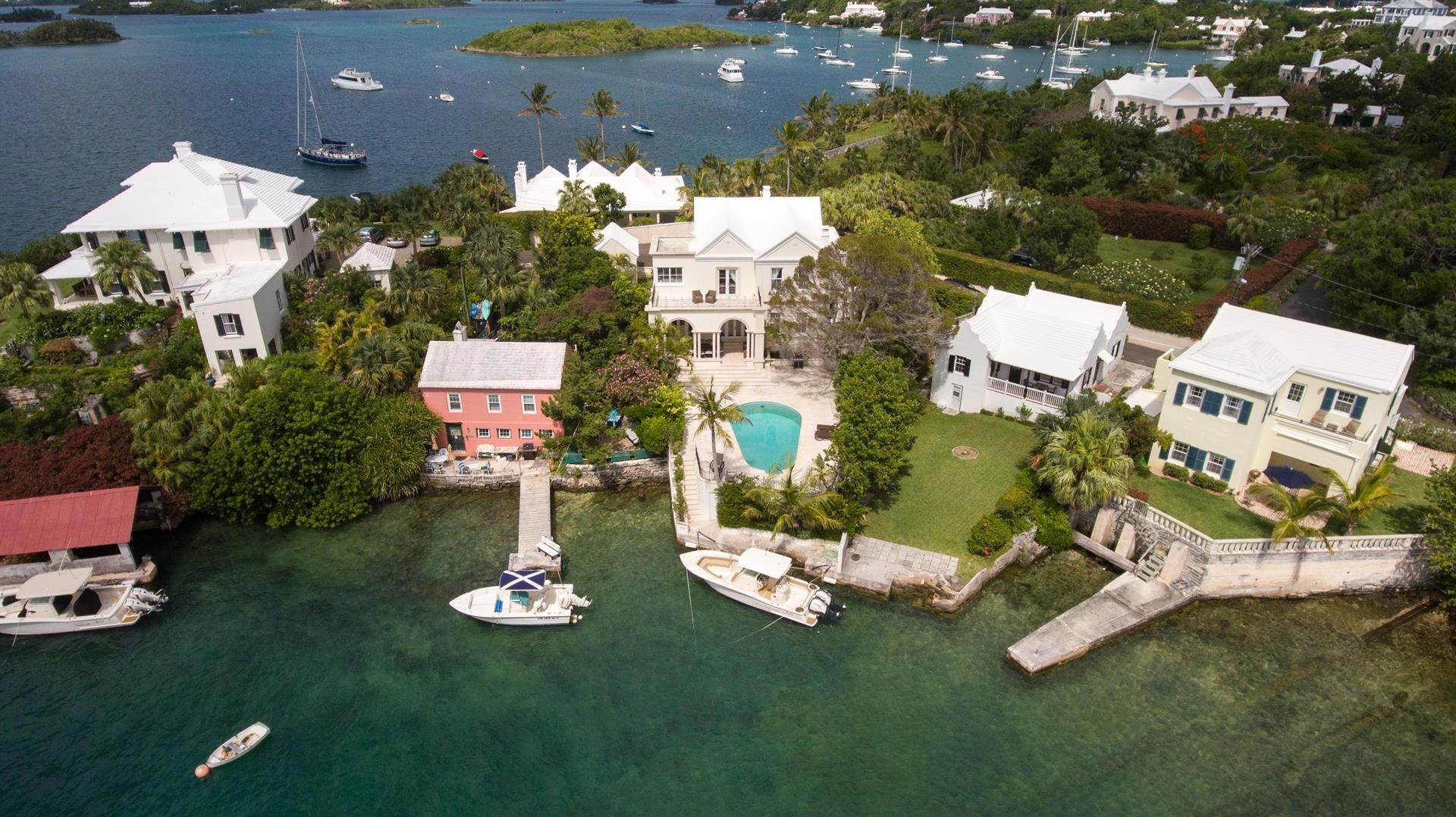 26. Waterfront Property pour l Vente à Edgewater: Elegant Villa On Hamilton Harbour Edgewater: Elegant Villa On Hamilton Harbour, 5 Old Slip Lane,Bermuda – Sinclair Realty