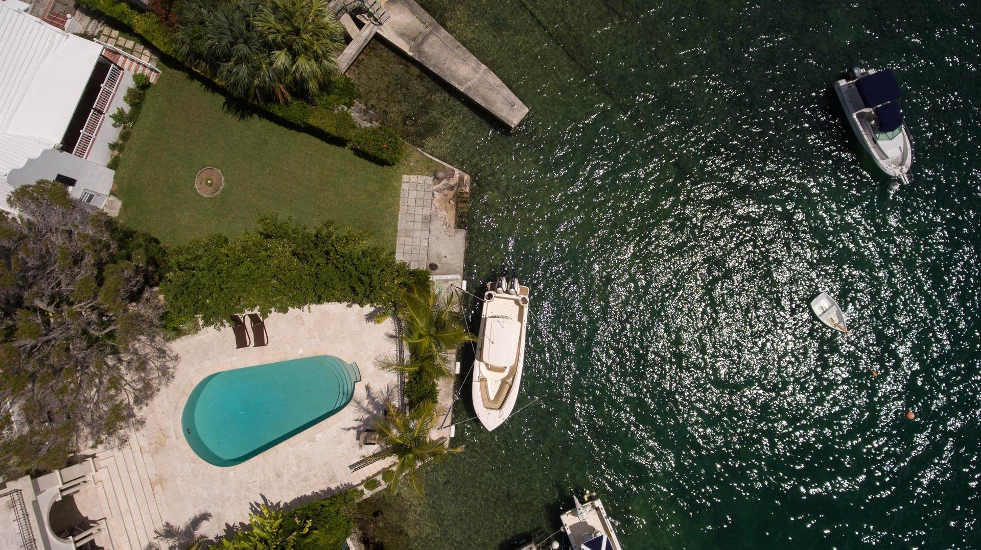 27. Waterfront Property pour l Vente à Edgewater: Elegant Villa On Hamilton Harbour Edgewater: Elegant Villa On Hamilton Harbour, 5 Old Slip Lane,Bermuda – Sinclair Realty