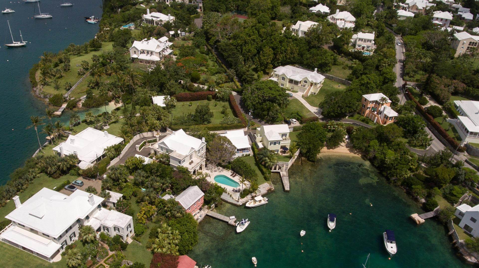 29. Waterfront Property pour l Vente à Edgewater: Elegant Villa On Hamilton Harbour Edgewater: Elegant Villa On Hamilton Harbour, 5 Old Slip Lane,Bermuda – Sinclair Realty