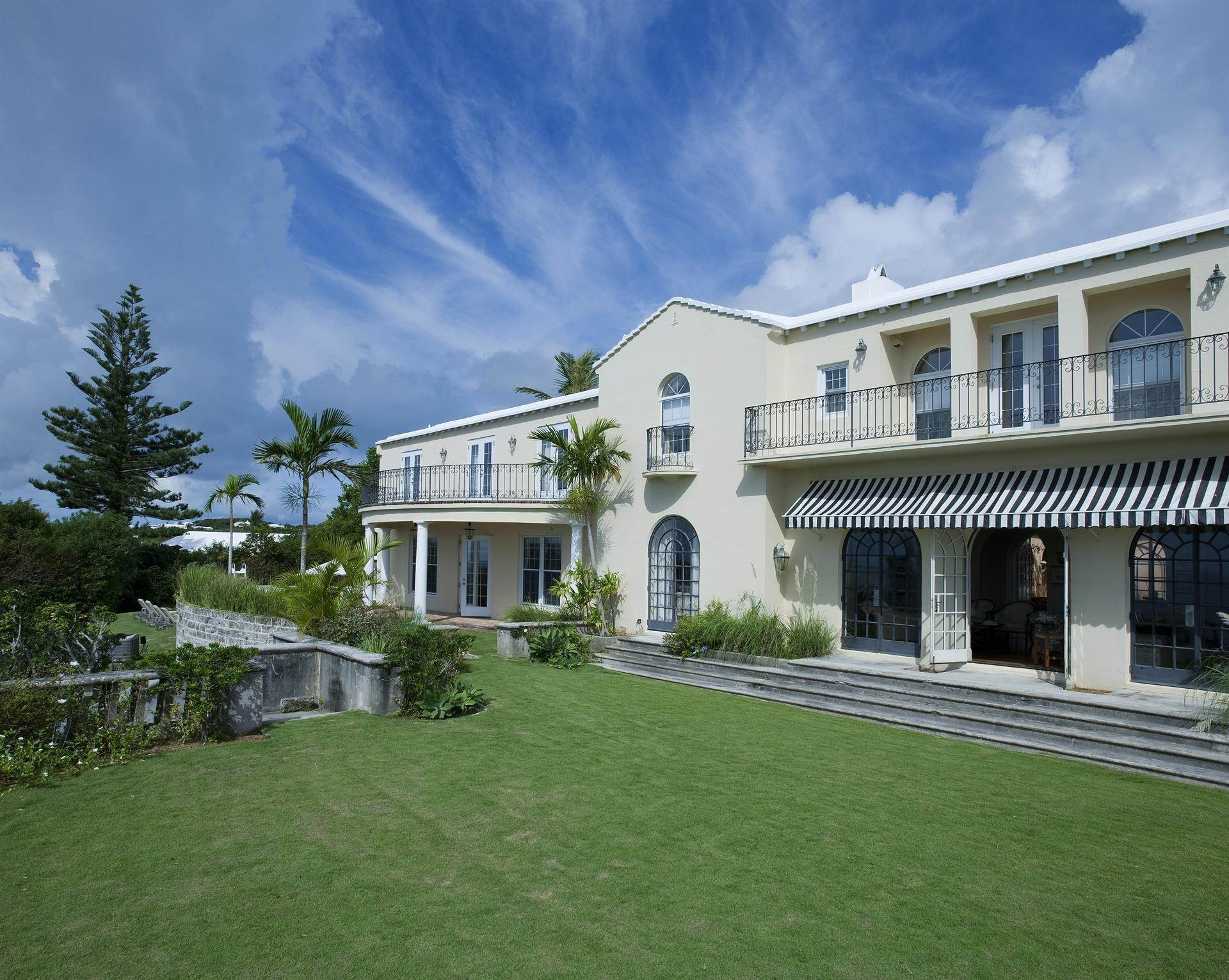 5. Landgoed voor Verkoop op Spanish Grange Overlooking The South Shore Spanish Grange Overlooking The South Shore, 26 Knapton Hill,Bermuda – Sinclair Realty