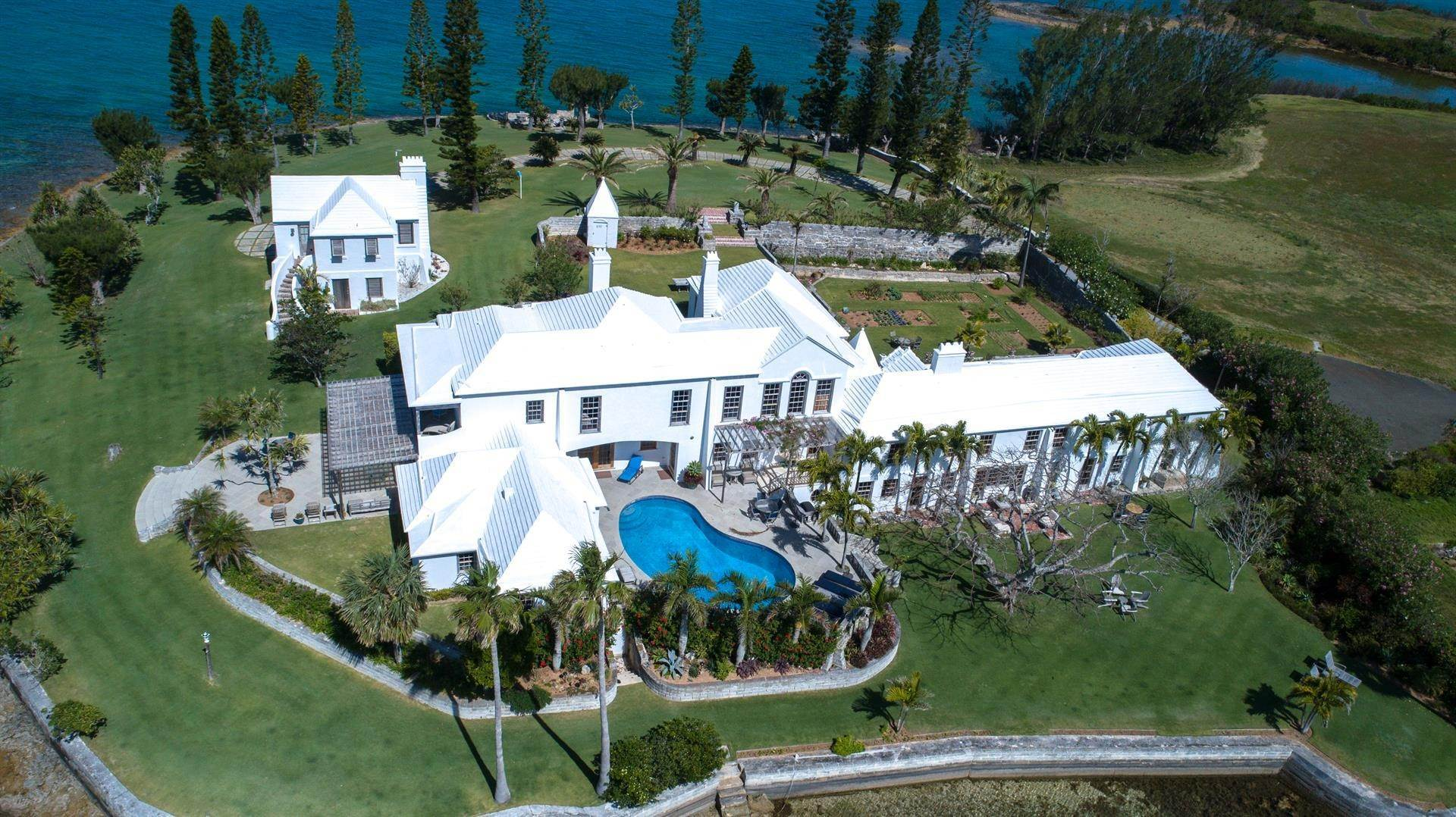 4. Estate for Sale at Windsong House Windsong House, 15 Fairways Road,Bermuda – Sinclair Realty