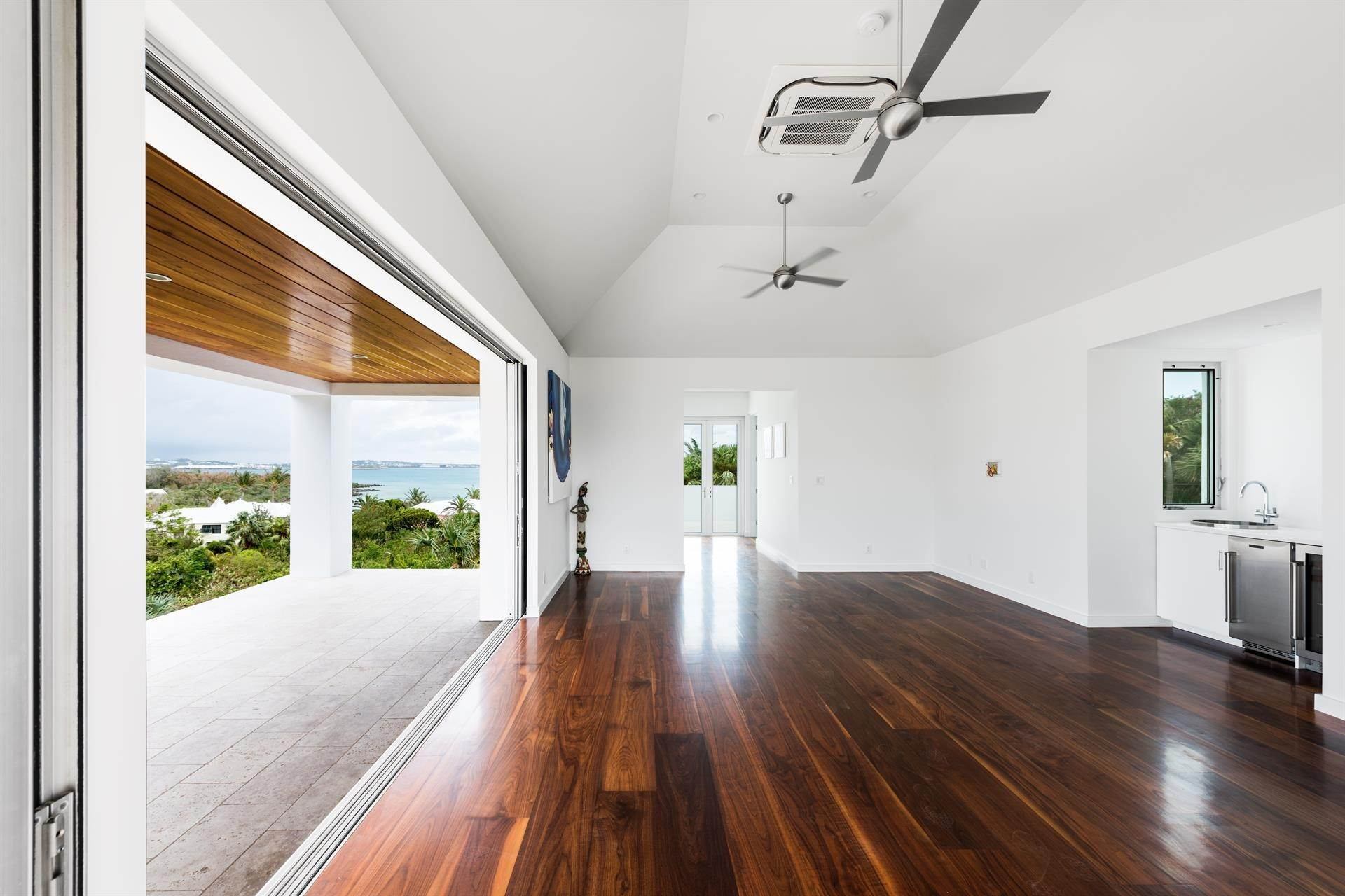 19. Single Family Homes 为 销售 在 Georgetown - Bermuda's Modern House Georgetown - Bermuda's Modern House, 50A Harrington Sound Road,Bermuda – Sinclair Realty