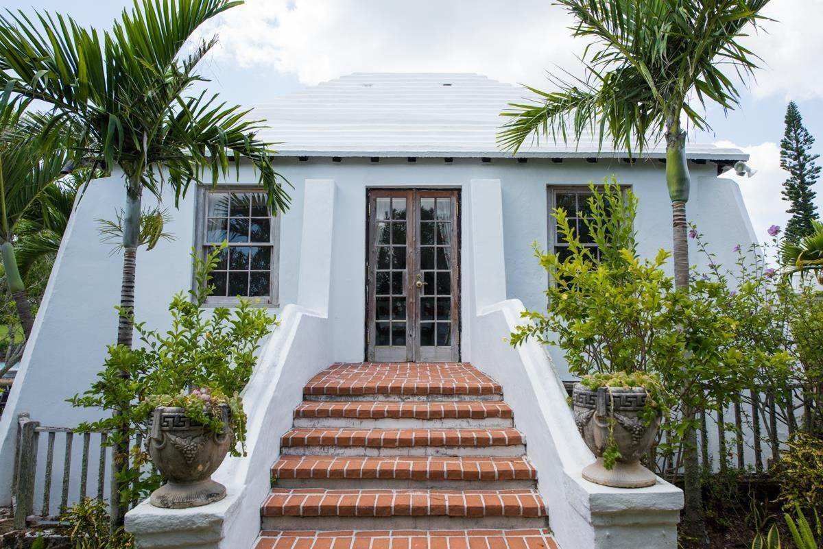 16. Estate for Sale at Windsong House Windsong House, 15 Fairways Road,Bermuda – Sinclair Realty