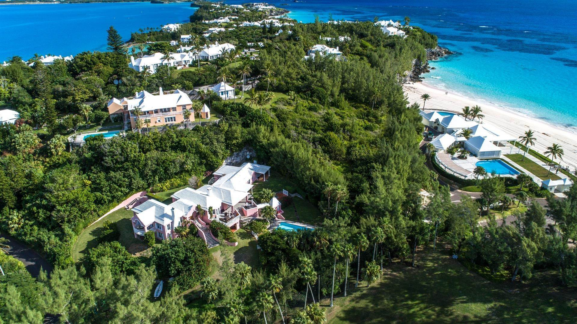4. Single Family Homes pour l Vente à Playhouse In Tucker's Town Playhouse In Tucker's Town, 4 Shore Lane,Bermuda – Sinclair Realty